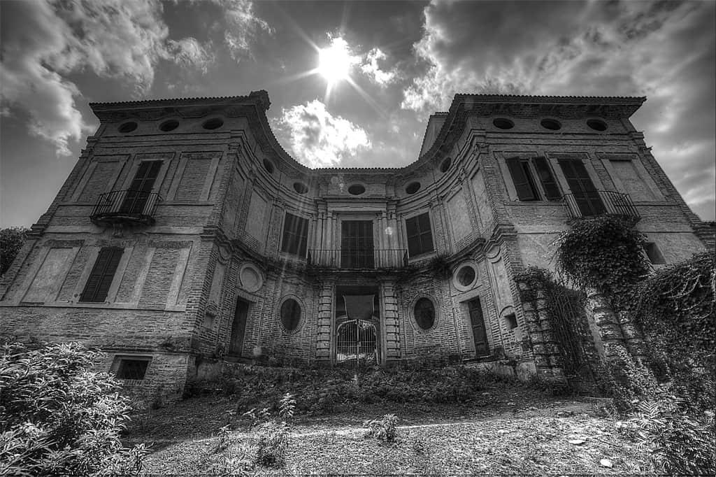 Scatti d 39 autore ville abbandonate fotografare in digitale for Case abbandonate italia