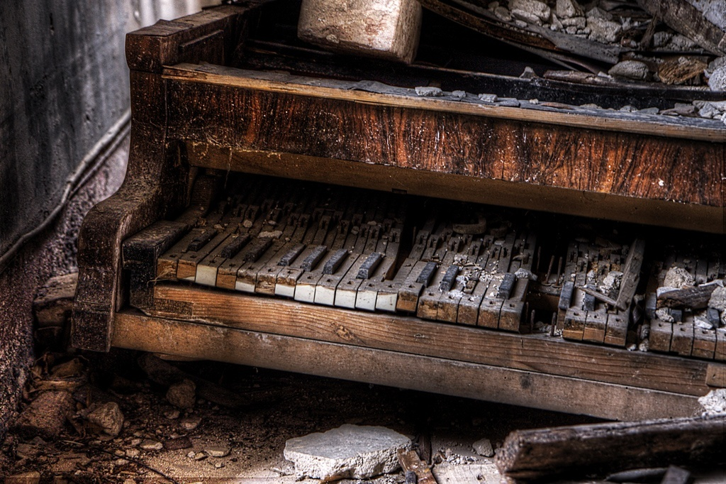 Scatti d 39 autore ville abbandonate fotografare in digitale for Seminterrato di case abbandonate