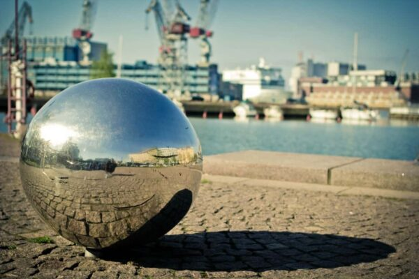 riflessioni in una sfera di cristallo