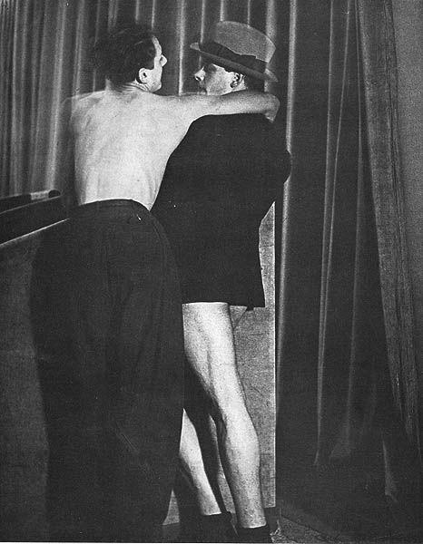 Brassai - giovane coppia a parigi