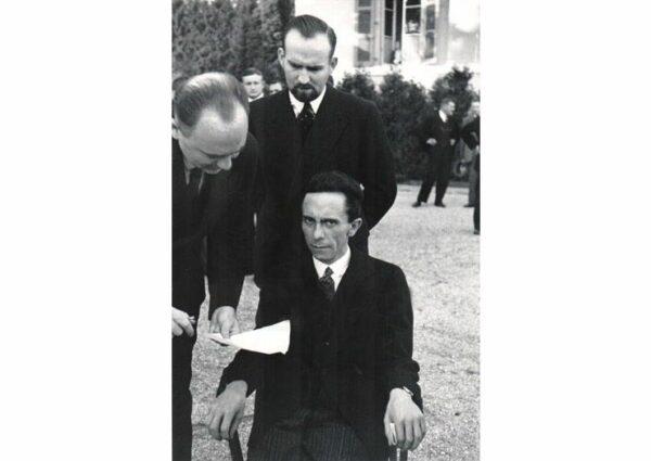 Alfred Eisenstaedt - Goebbels