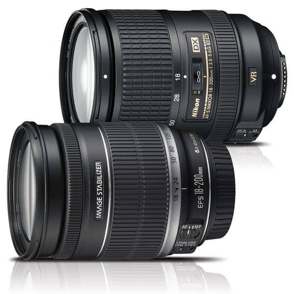 "Obiettivi ""superzoom"" Nikon AF-S DX 18-300mm ƒ/3.5-5.6G ED VR e Canon EF-S 18-200mm ƒ/3.5-5.6 IS."