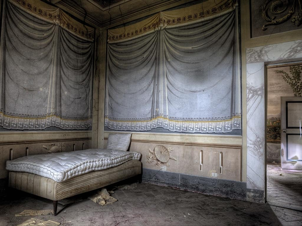 Scatti d 39 autore ville abbandonate fotografare in digitale for Interni ville antiche