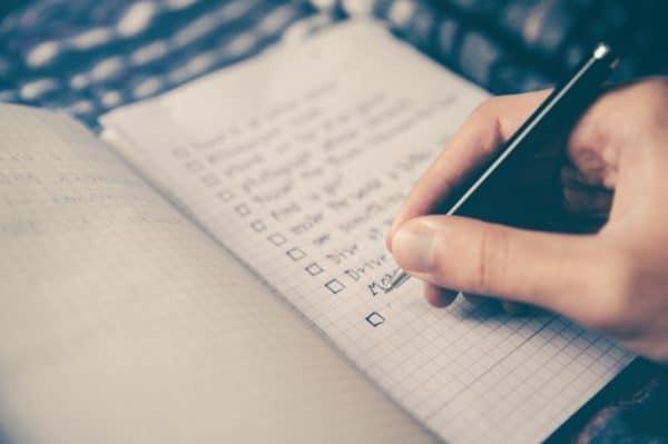 Probabilmente ci sono più blog abbandonati o mezzi morti che non quelli in esercizio su Internet. La ragione più comune per cui i fotografi non riescono ad avviare un blog di fotografia, o lo abbandonano dopo un breve periodo di tempo, è che cadono preda del grande mito che è in qualche modo necessario essere uno scrittore in senso tradizionale. La verità è che i metodi di scrittura tradizionali possono essere dannosi per il successo di un blog. Ecco quindi che vi proponiamo una veloce Checklist per un blog fotografico che potrete seguire per evolvere il vostro sito.